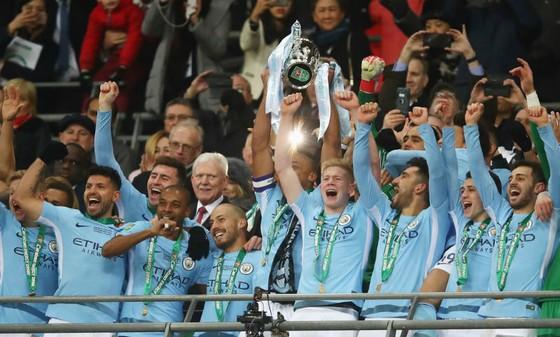 Jamie Redknapp tin rằng Cúp Liên đoàn chỉ là danh hiệu khởi đầu của triều đại Pep Guardiola. Ảnh: Getty Images