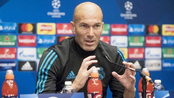 Zidane đang cố gắng để đưa Real vượt qua PSG. Ảnh: Getty Images.