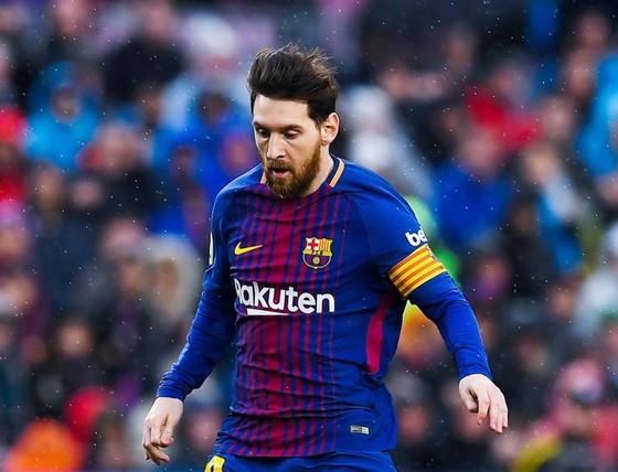 Dù lùi sâu, nhưng khả năng ghi bàn của Messi không giảm. Ảnh: Getty Images.