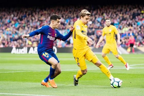 Barca đang làm mọi cách để có được Griezmann (vàng). Ảnh: Getty Images.