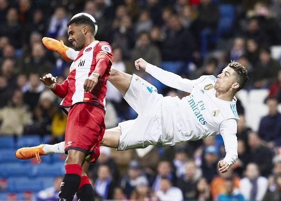 Ronaldo thể hiện khả năng ghi bàn khủng khiếp vào lưới Girona. Ảnh: Getty Images