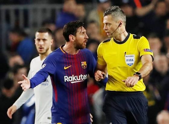 """Messi bị """"tố"""" được trọng tài ưu ái. Ảnh: Getty Images"""