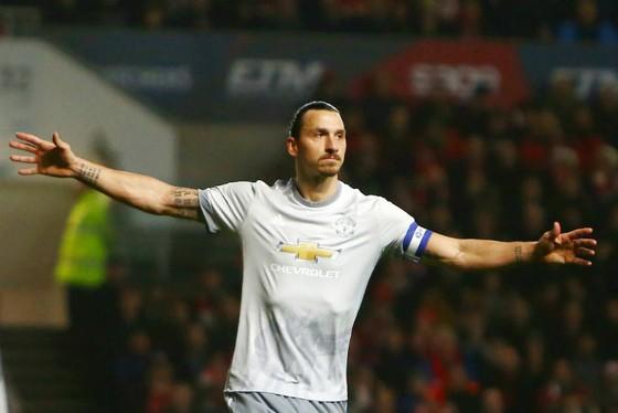 Khoảnh khắc ăn mừng bàn thắng cuối cùng của Zlatan Ibrahimovic cho Man.United, ở chiến thắng tại tứ kết Cúp Liên đoàn hôm 20-12 Ảnh: Getty Images