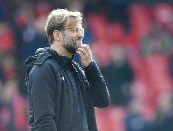 HLV Jurgen Klopp sẽ chạy đua để giải quyết các vấn đề của Liverpool. Ảnh: Getty Images