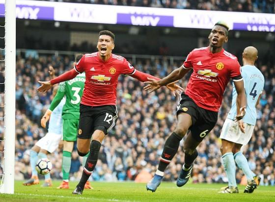 Hai người hùng Paul Pogba (phải) và Chris Smalling đã giúp Man.United ngược dòng. Ảnh: Getty Images