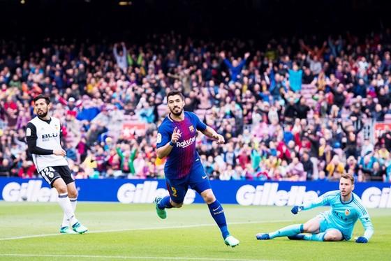 Suarez buồn vì người hâm mộ sau trận đấu với Valencia.Ảnh: Getty Images