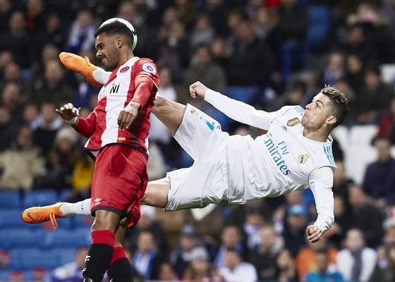 Hàng công Real đang một mình Ronaldo gánh. Ảnh: Getty Images