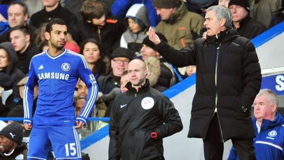 HLV Mourinho và Mohamed Salah khi còn ở Chelsea. Ảnh: Getty Images