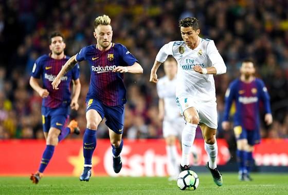 Ronaldo gặp chấn thương mắt cá. Ảnh: Getty Images