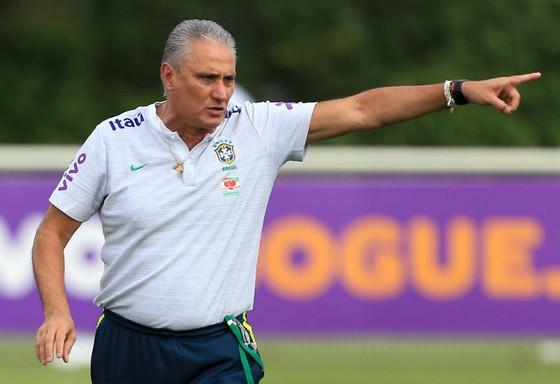 HLV Tite đang duy trì cường độ cao trong các buổi tập của Brazil. Ảnh: Getty Images