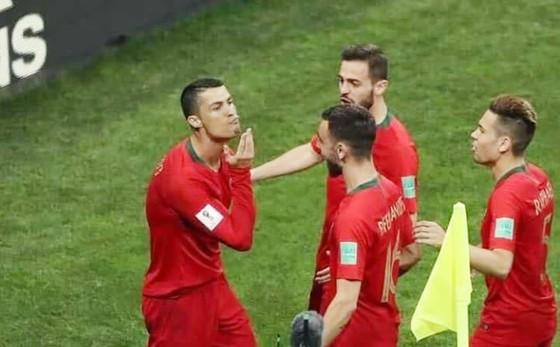Ronaldo có hành động ăn mừng thú vị. Ảnh Getty Images
