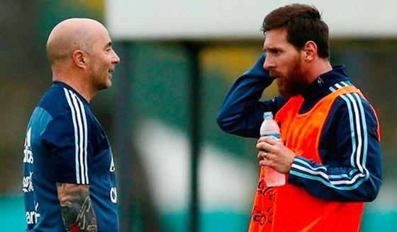 HLV Jorge Sampaoli tin tưởng tài năng của Lionel Messi kết hợp với kinh nghiệm sẽ mang về thành công. Ảnh: GETTY IMAGE