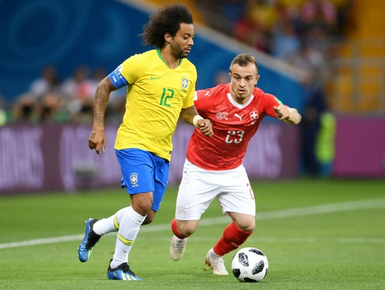 Marcelo (trái) là đội trưởng của Brazil, nhưng Neymar luôn xem mình mới là số 1 của Selecao. Ảnh: Getty Images
