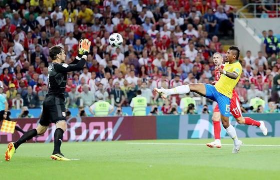 Paulinho ghi bàn mở tỉ số. Ảnh FIFA