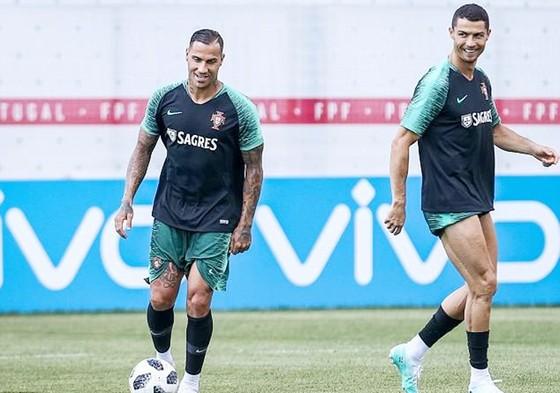 Hậu vệ Uruguay tuyên bố bất ngờ về Ronaldo ảnh 1