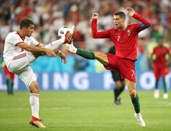 Những pha bóng mạnh bạo là điều Cristiano Ronaldo (phải) phải sẵn sàng trước Uruguay. Ảnh: Getty Images