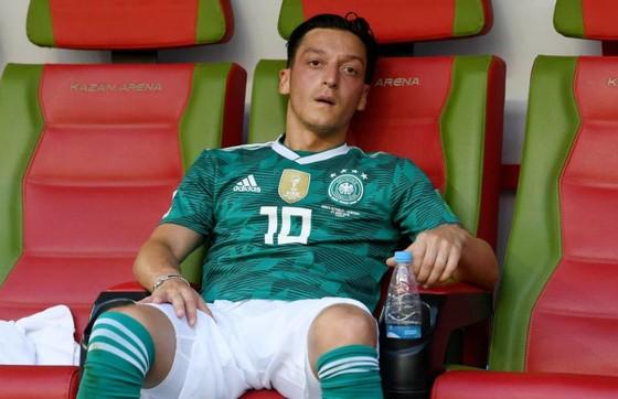 Kỳ giải thảm họa của Mesut Oezil cũng có thể đe dọa đến sự nghiệp sắp tới của anh. Ảnh: Getty Images
