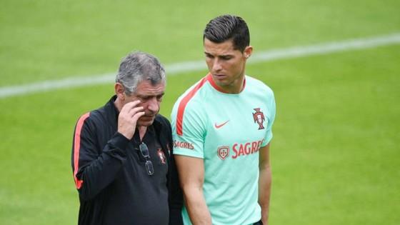 HLV Bồ Đào Nha chỉ ra lý do Ronaldo nên tiếp tục ảnh 1
