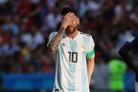 Messi đã bị khóa chặt ở trận đấu với tuyển Pháp. Ảnh: Getty Images