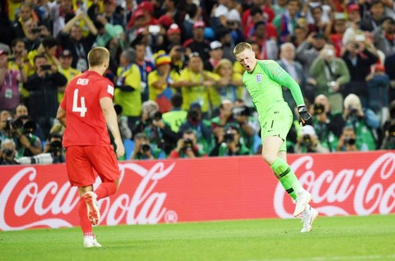 Pha ăn mừng gây châm biếm của Pickford. Ảnh: Getty Images