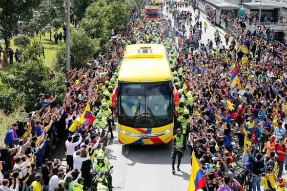 Tuyển Colombia được chào đón như những người hùng dù dừng bước ở vòng 1/8. Ảnh: AP
