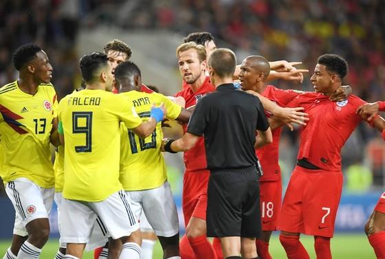 Hơn 190 ngàn chữ ký yêu cầu hủy bỏ kết quả thắng của Anh ảnh 1