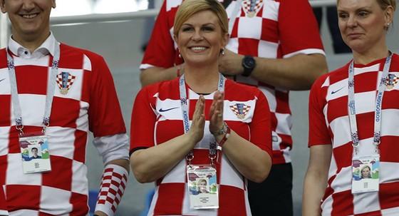 Chính trị gia Croatia mặc áo đội tuyển đi làm ảnh 2