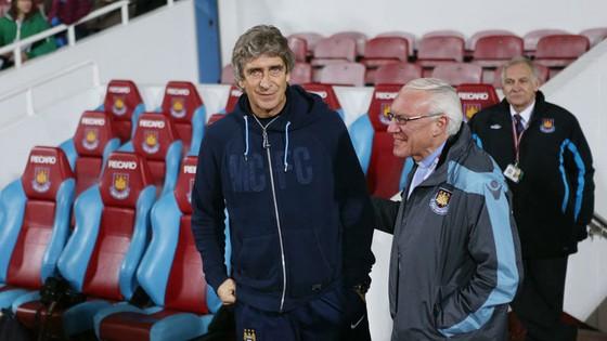 HLV Manuel Pellegrini (trái) đang xây dựng West Ham thành một thế lực. Ảnh: Getty Images