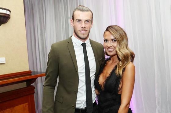 Bale và vị hôn thê đã hoãn đám cưới. Ảnh WENN.com