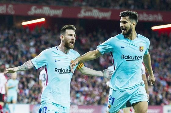 Barca không muốn bán Gomes với giá rẻ. Ảnh: Getty Images