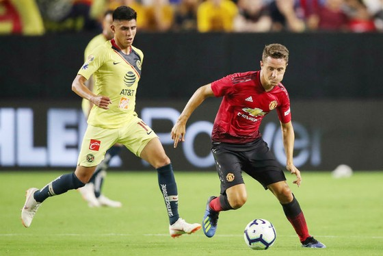 Ander Herrera (phải) đang chơi tốt lại đối mặt xui rủi chấn thương. Ảnh: Getty Images