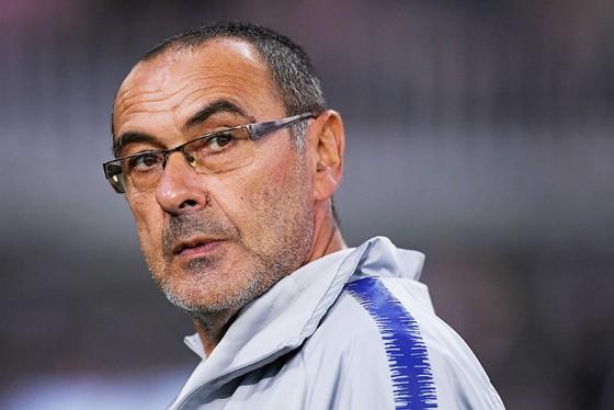 HLV Maurizio Sarri đau đầu giải quyết vấn đề tương lai của các trụ cột. Ảnh: Getty Images