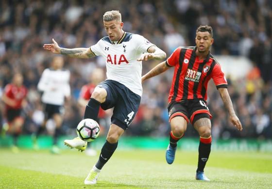 Toby Alderweireld (trái) từ lâu đã xác định muốn rời Tottenham. Ảnh: Getty Images