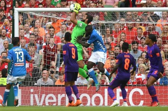 Alisson ra mắt ấn tượng, Liverpool đè bẹp Napoli ảnh 1