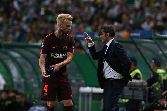 HLV Valverde khẳng định không muốn bán Rakitic. Ảnh: Getty Images