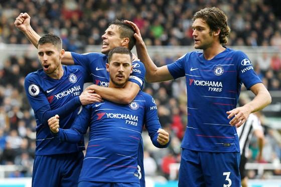 Eden Hazard và đồng đội tiếp tục tận hưởng chiến thắng. Ảnh: Getty Images