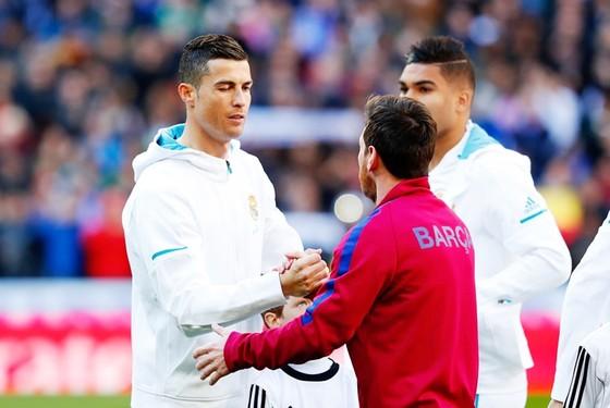 Messi bất ngờ về quyết định ra đi của Ronaldo. Ảnh Getty Images.