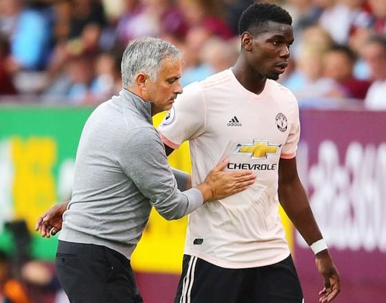 Paul Pogba (phải) và HLV Jose Mourinho đang cho thấy dấu hiệu tốt về mối quan hệ. Ảnh: Getty Images