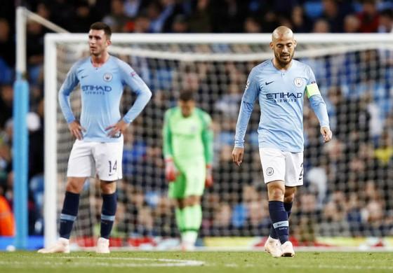 Nỗi thất vọng của đội trưởng David Silva sau thất bại. Ảnh: Getty Images