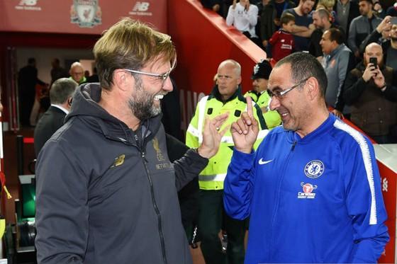 HLV Maurizio Sarri (phải) vẫn dành đánh giá rất cao cho Liverpool của Jurgen Klopp. Ảnh: Getty Images