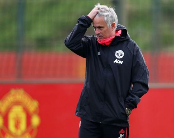 HLV Jose Mourinho cũng cảm nhận rõ sự kiên nhẫn dành cho ông không nhiều. Ảnh: Getty Images