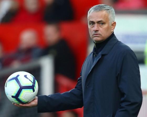 HLV Jose Mourinho muốn nhận được sự ủng hộ công khai từ CLB. Ảnh: Getty Images
