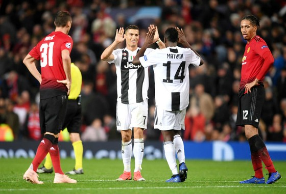 Cristiano Ronaldo mừng chiến thắng cùng đội bóng mới. Ảnh: Getty Images