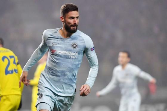 Olivier Giroud kết thúc cơn khô hạn bàn thắng và giúp Chelsea đi tiếp. Ảnh: Getty Images