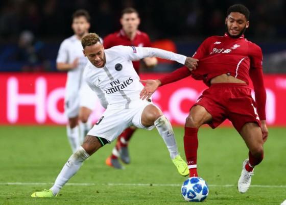 Liverpool (phải) đã không thể ngăn cản Neymar và Paris SG. Ảnh: Getty Images