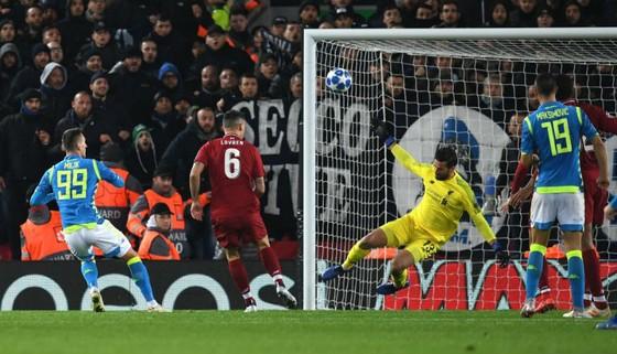 Liverpool trả giá đắt cho tấm vé vào vòng 1/8 ảnh 1