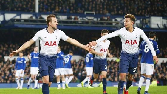 Tottenham đang bay cao nhờ các ngôi sao như Harry Kane (trái) và Dele Alli. Ảnh: Getty Images