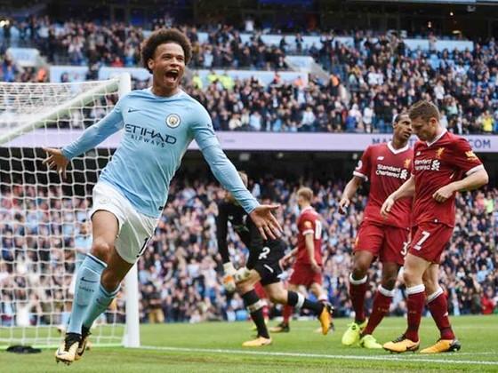 Leroy Sane ghi bàn quyết định trước nỗi thất vọng của hàng thủ Liverpool. Ảnh: Getty Images