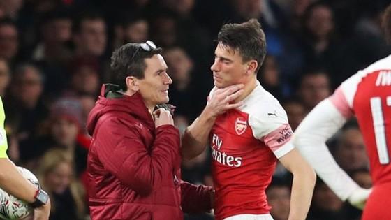Một mùa giải tan hoang của Arsenal ảnh 1