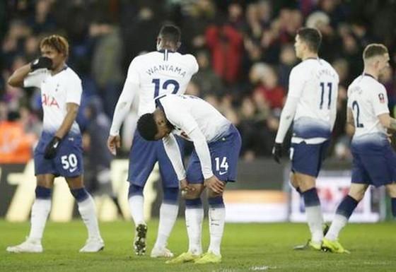Tottenham tiếp tục trắng tay, Pochettino vẫn… bướng bỉnh ảnh 1